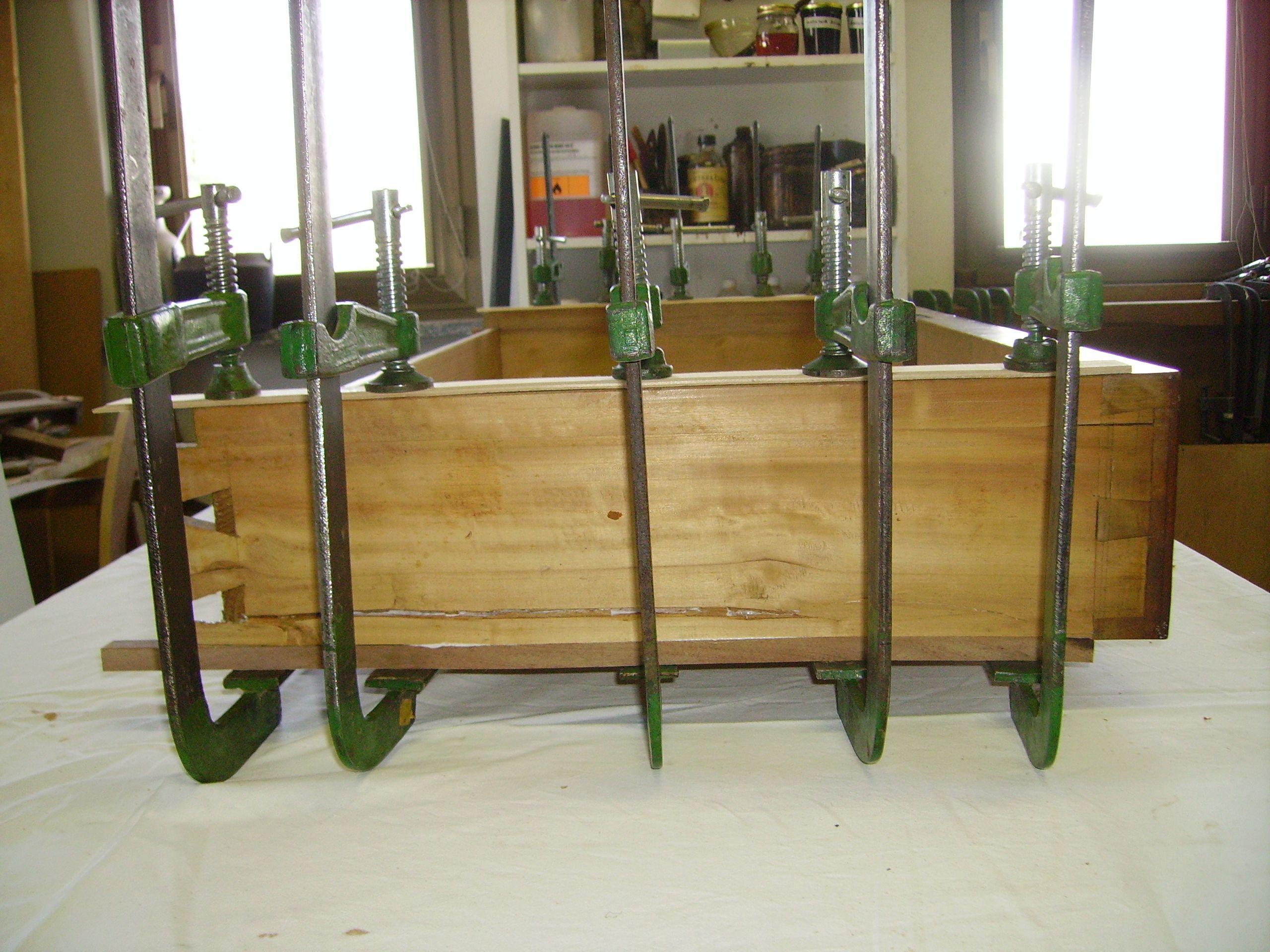 Restaurare Tavolo Legno Rovinato come rifare le guide a un cassetto - (con immagini) | idea
