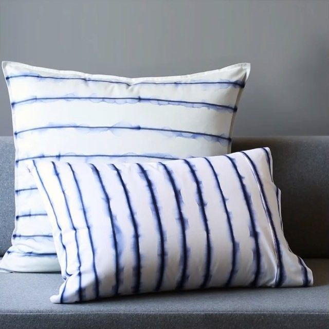 Our #weekenddecorator @mepflug is making magic! ✨✨ DIY shibori pillows with a permanent marker and a brush of rubbing alcohol. So good right?!