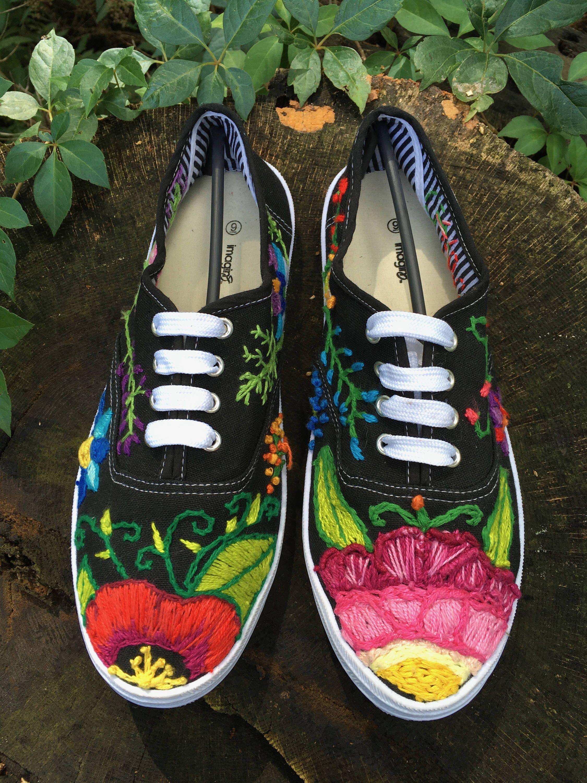 Pin by Iliana Zuniga on Bordado | Diy embroidered sneakers