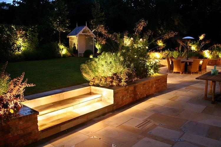 Iluminacin de un gran jardn jardin Pinterest Patios and Lights