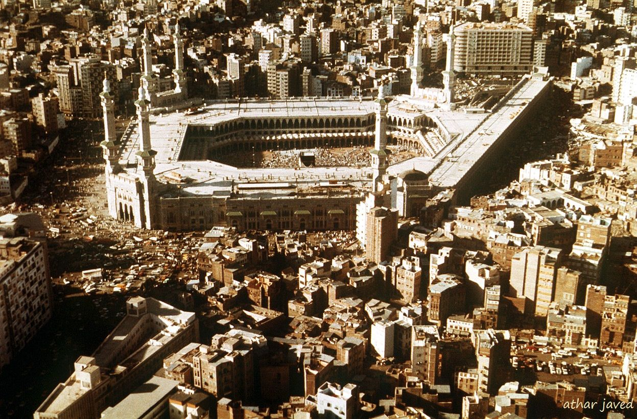 An Aerial View Of Mecca And The The Masjid Al Haram In 1988 Mecca Then And Now Photos Photo