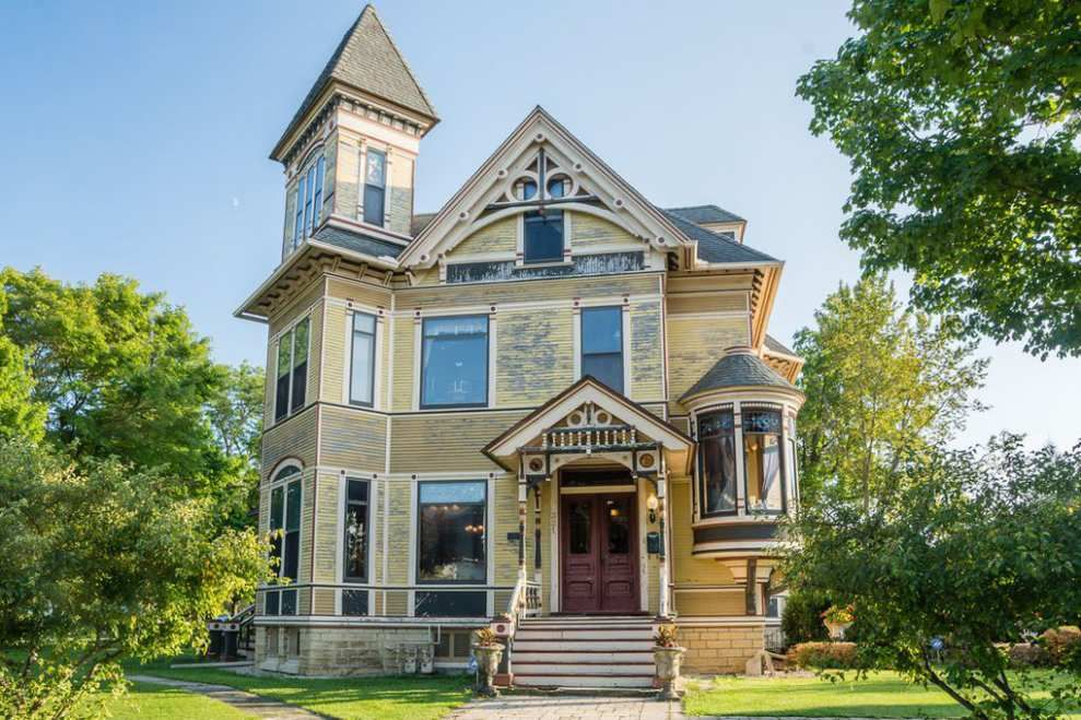 1885 Marengo Il George Garnsey 490 000 Old House Dreams Victorian Homes Old House Dreams Old Houses