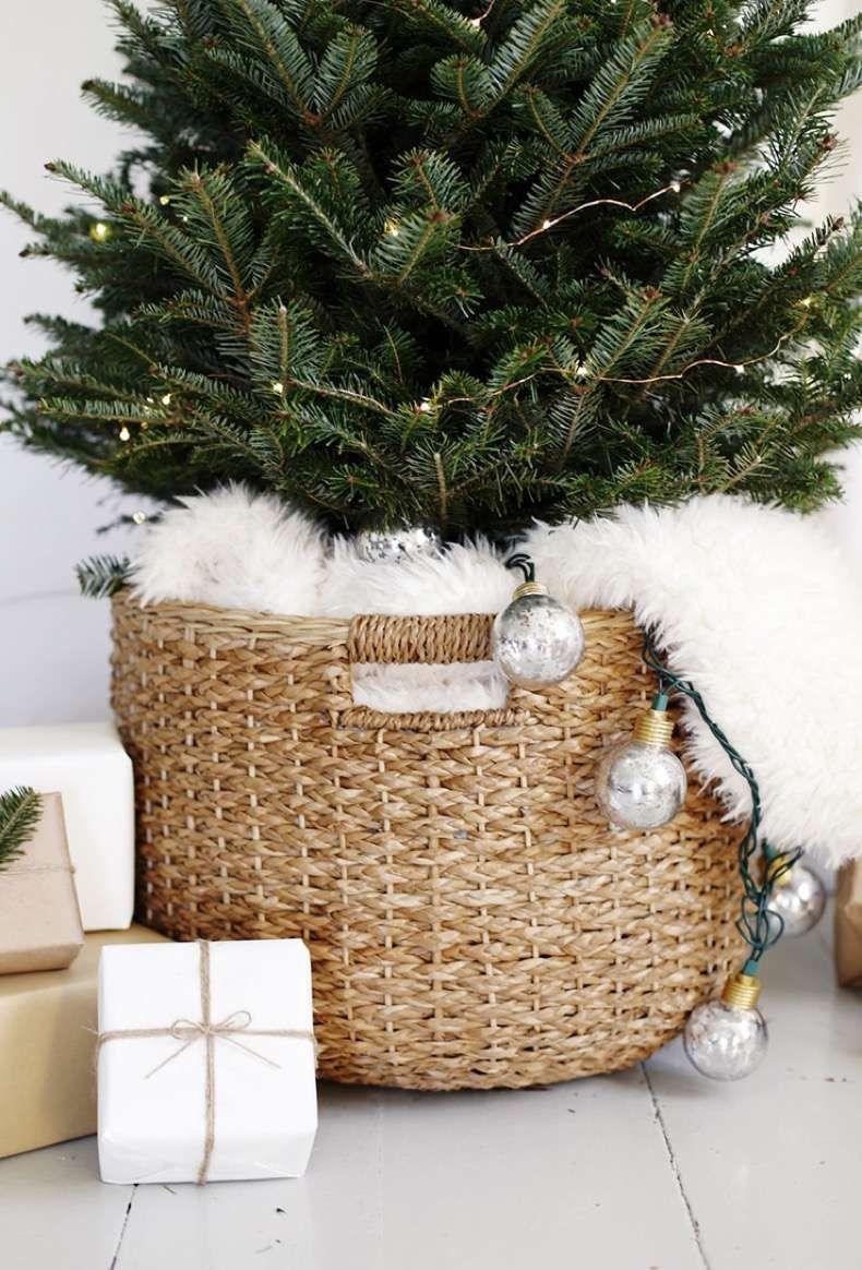 Un Arbol De Navidad Simple Y Acogedor Cestas De Navidad Navidad Simple Decoracion Navidena