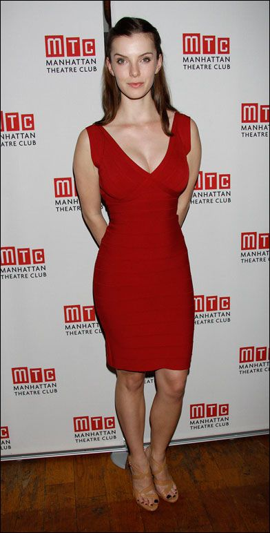 Betty Gilpin Sexy Google Search Betty Gilpin Betty Gilpin