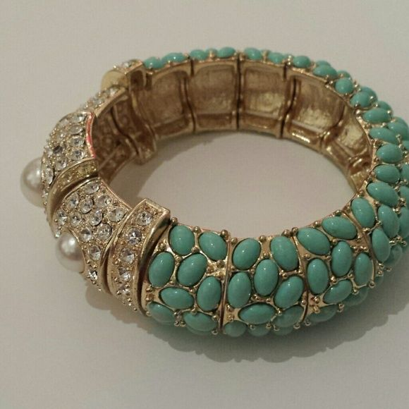 """Francesa's collection teal and pearl bracelet Used to be one of my favorite bracelet. In like new condition and has a diameter of about 2 """". Francesca's Collections Jewelry Bracelets"""