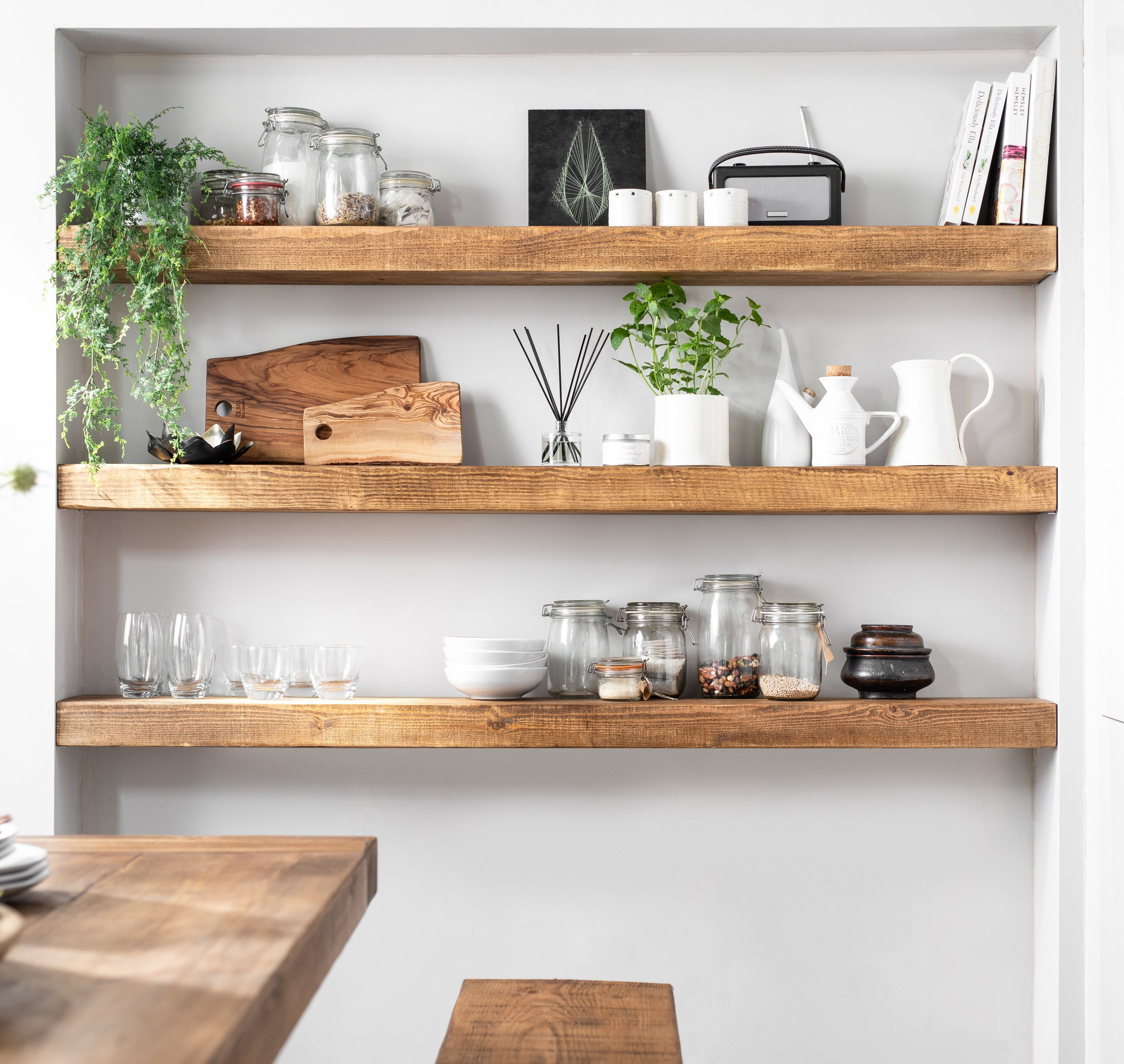 Statement Kitchen Storage Chunky Floating Solid Wood Shelves Floatingshelves In 2020 Massive Holzregale Regal Eiche Innenarchitektur Kuche