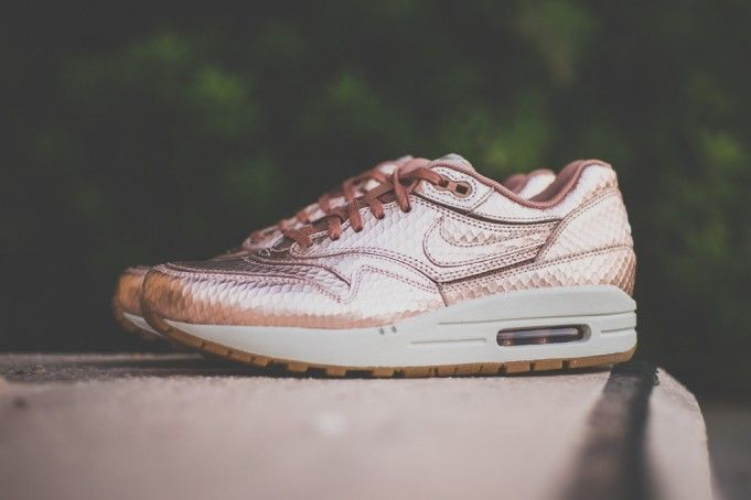 sneakers nike air max 1 cut out metallic red bronze shirts