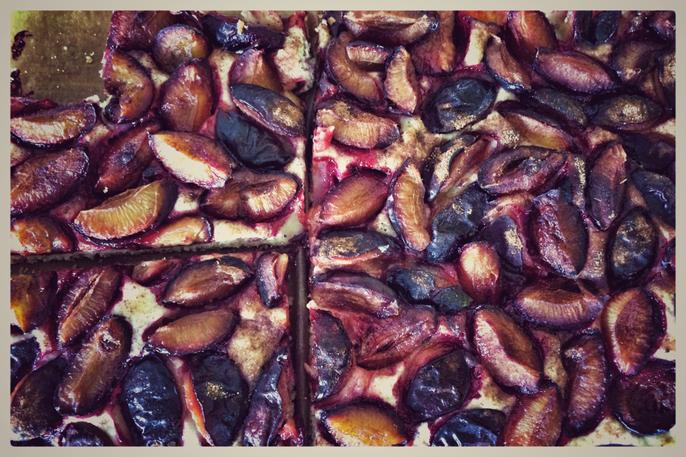 Rezept: Leckerer veganer Pflaumenkuchen / Zwetschgendatschi. Ganz einfach und schnell!