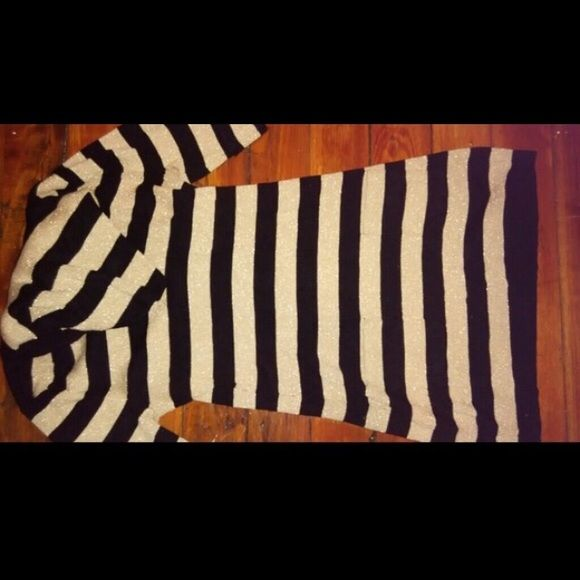 Perfect little sweater dress for the weather Perfect little sweater dress for the weather. Golf and black stripes, two cute lil pockets in front, perfect for leggings and boots Dresses Mini