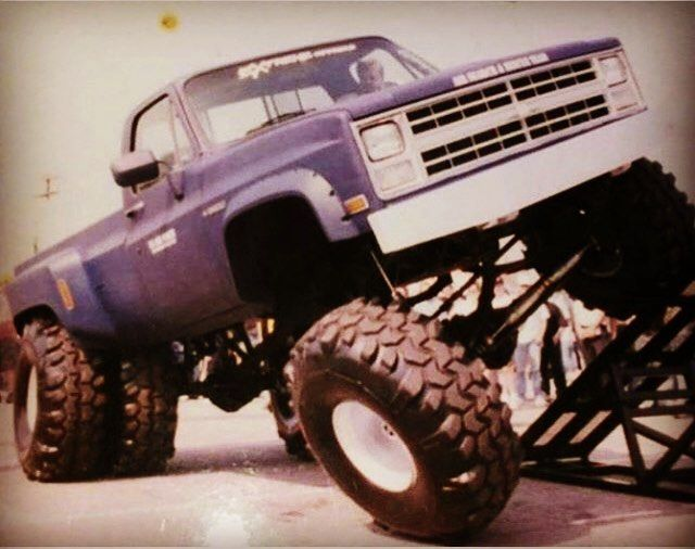 Unbelievable Flex Out Of Old Square Body Chevy Dually
