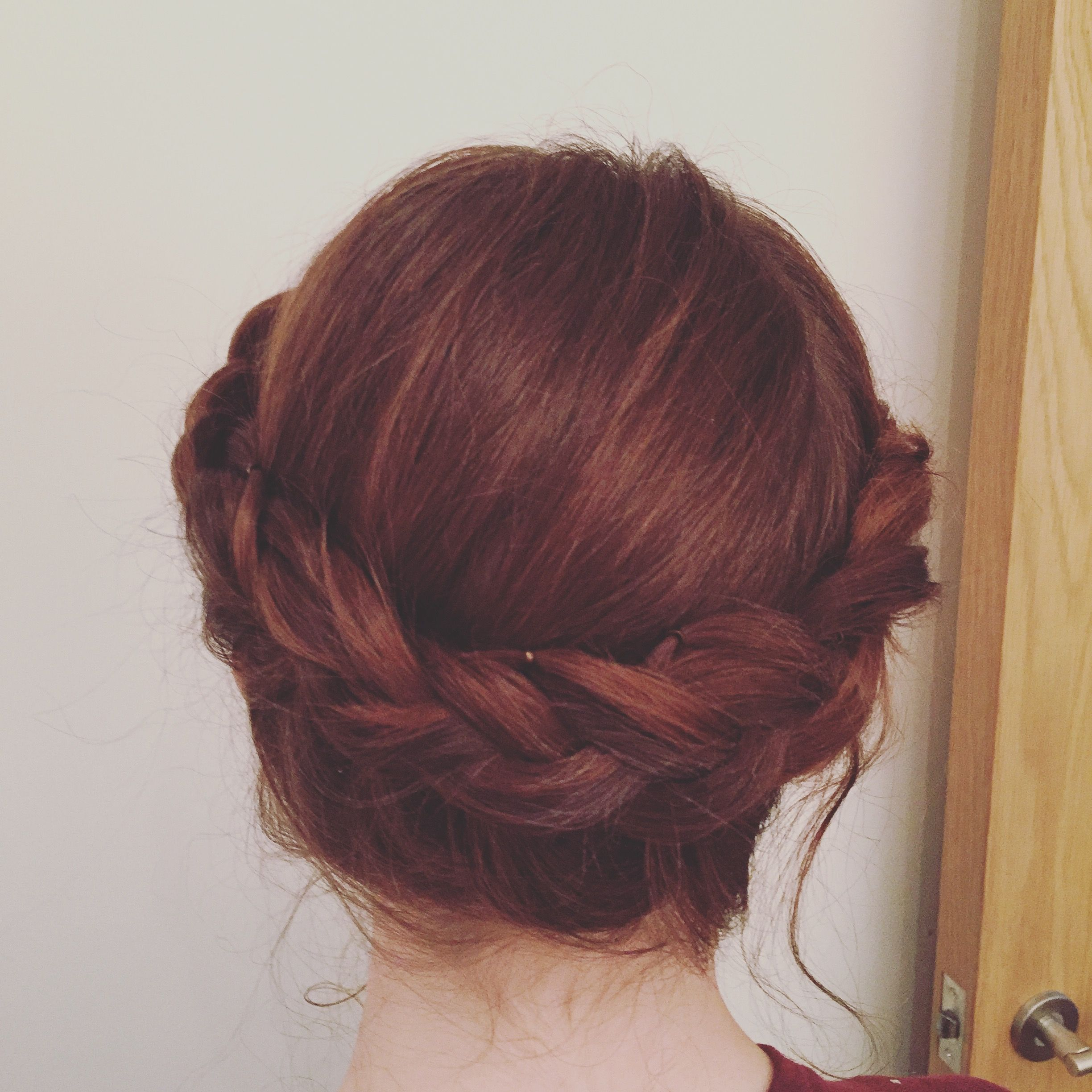 Beautiful festival Hairstyling with a Dutch tail braid