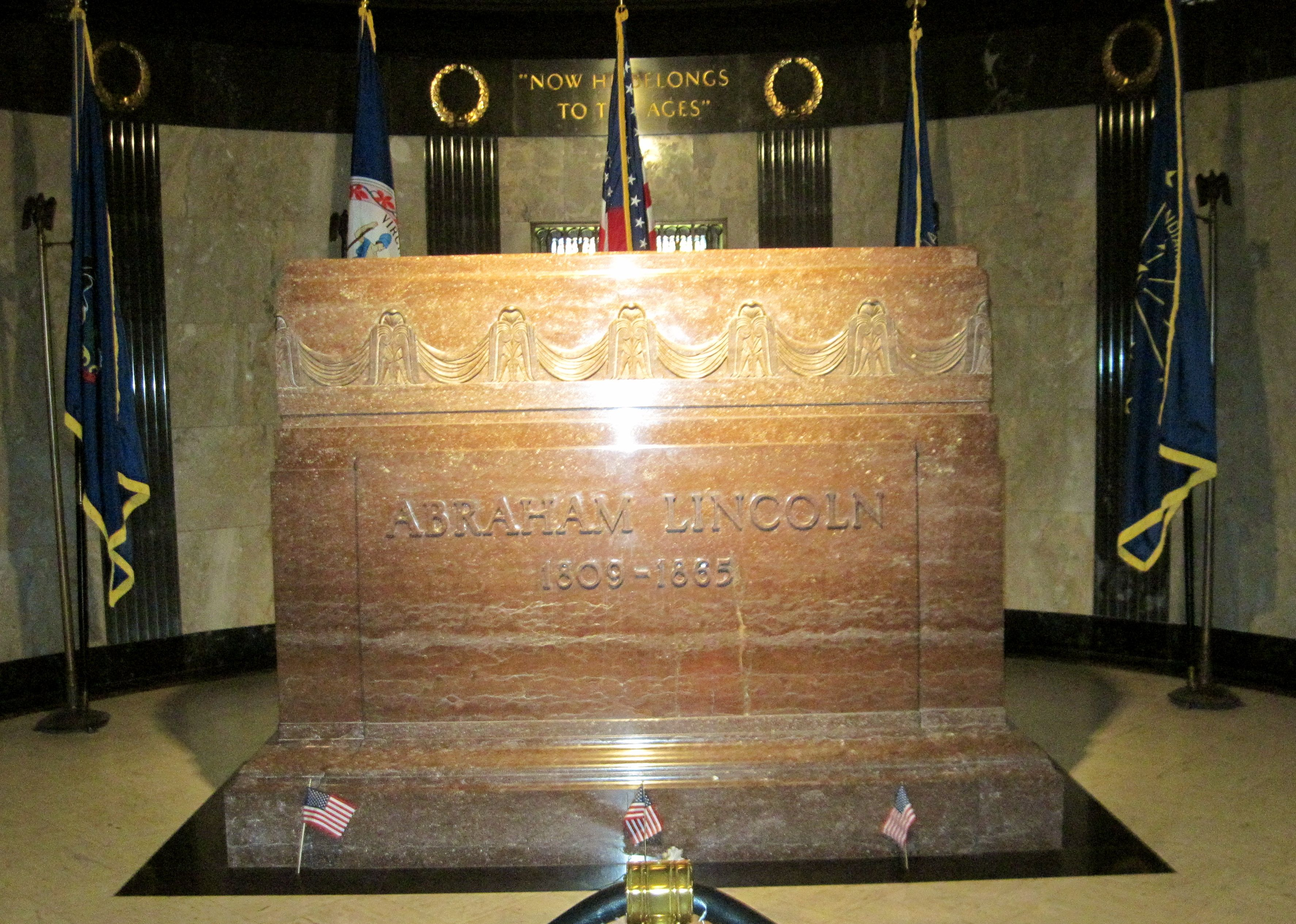 Happily Homeless visiting the tomb of Abraham Lincoln in Illinois. This was an immensely moving
