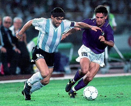hasta Roberto Baggio lo marcaba a Diego #Italia90