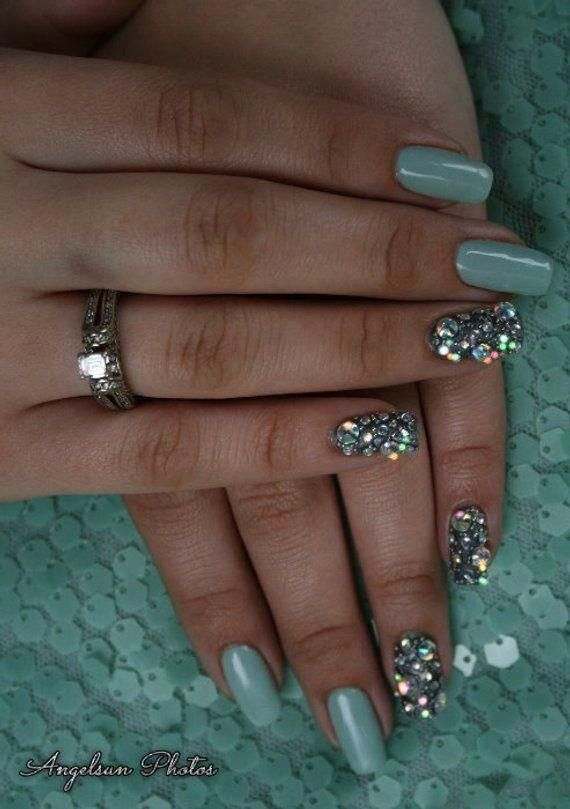 Shimmering Seas Gel Artificial Nail Art