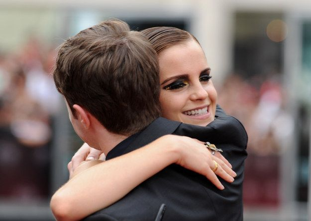 And Finally When She Hugged Daniel Radcliffe And We Realised What True Happiness Feels Like 3 Daniel Radcliffe Daniel Radcliffe Emma Watson Harry Potter Scene