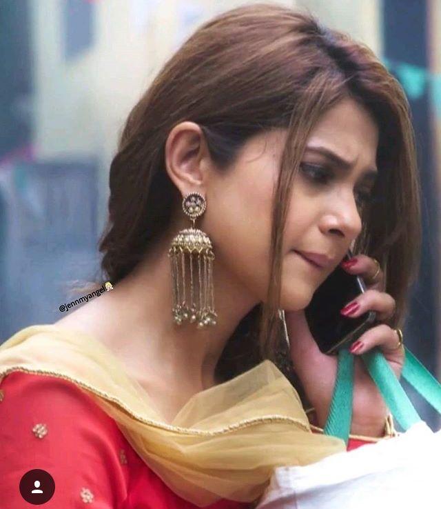 Pin By Nissan Angel On Bepannah Beautiful Indian Actress Jennifer Winget Saree Poses