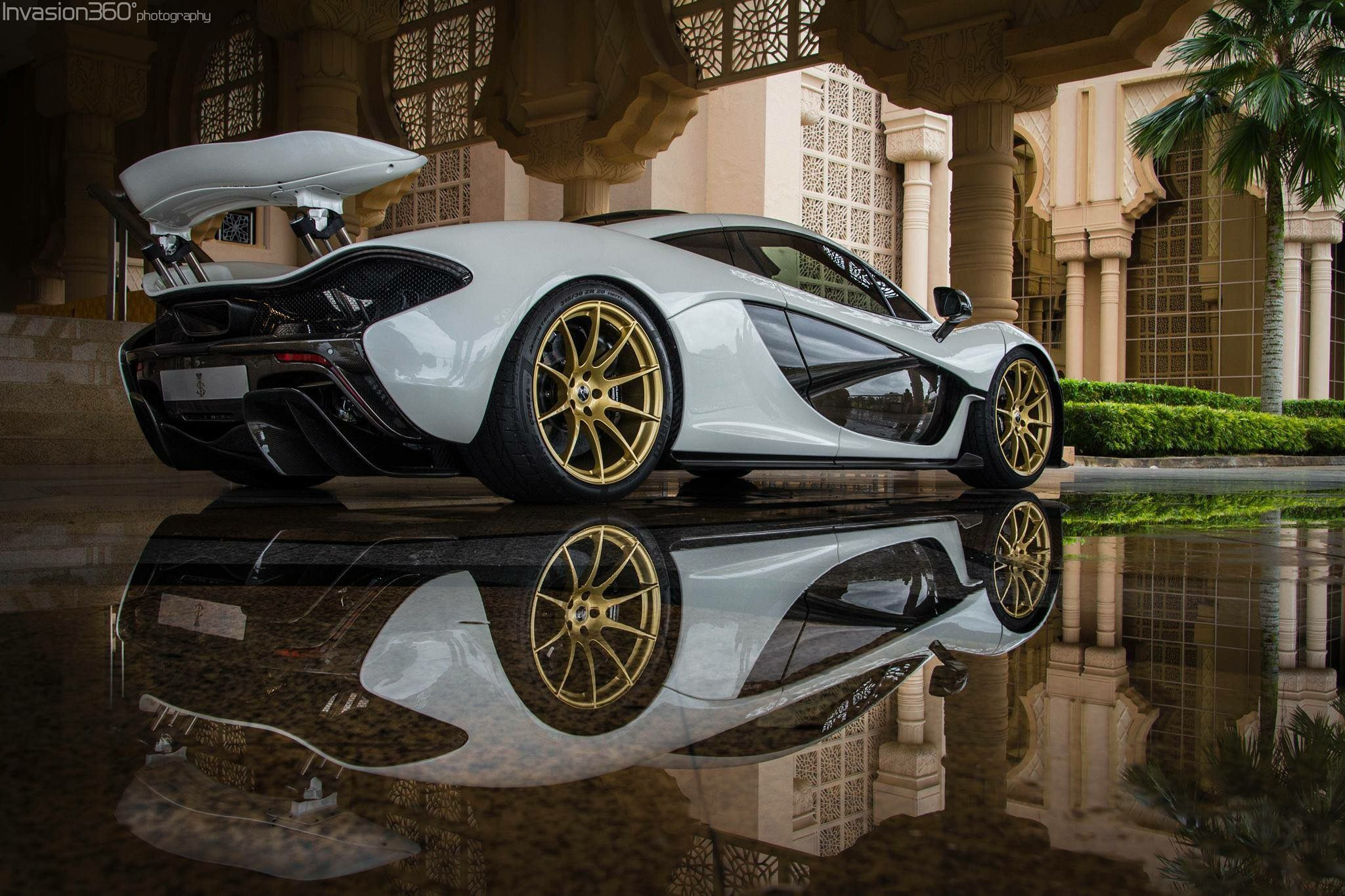 Superbe Cars · That Reflection! #McLaren P1 Via Invasion360 Photography