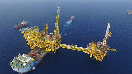 Pin By Thobrian On Oil Platform In 2020 Oil And Gas Magazine Oil And Gas News Oil And Gas