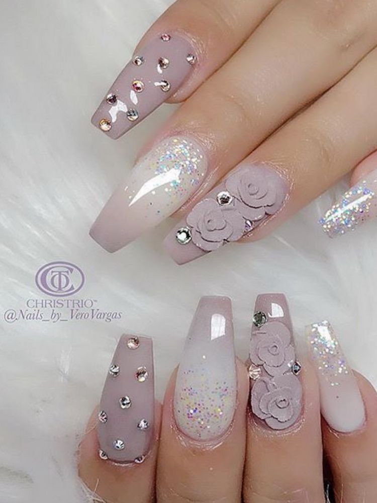 Nail Art Design Gray