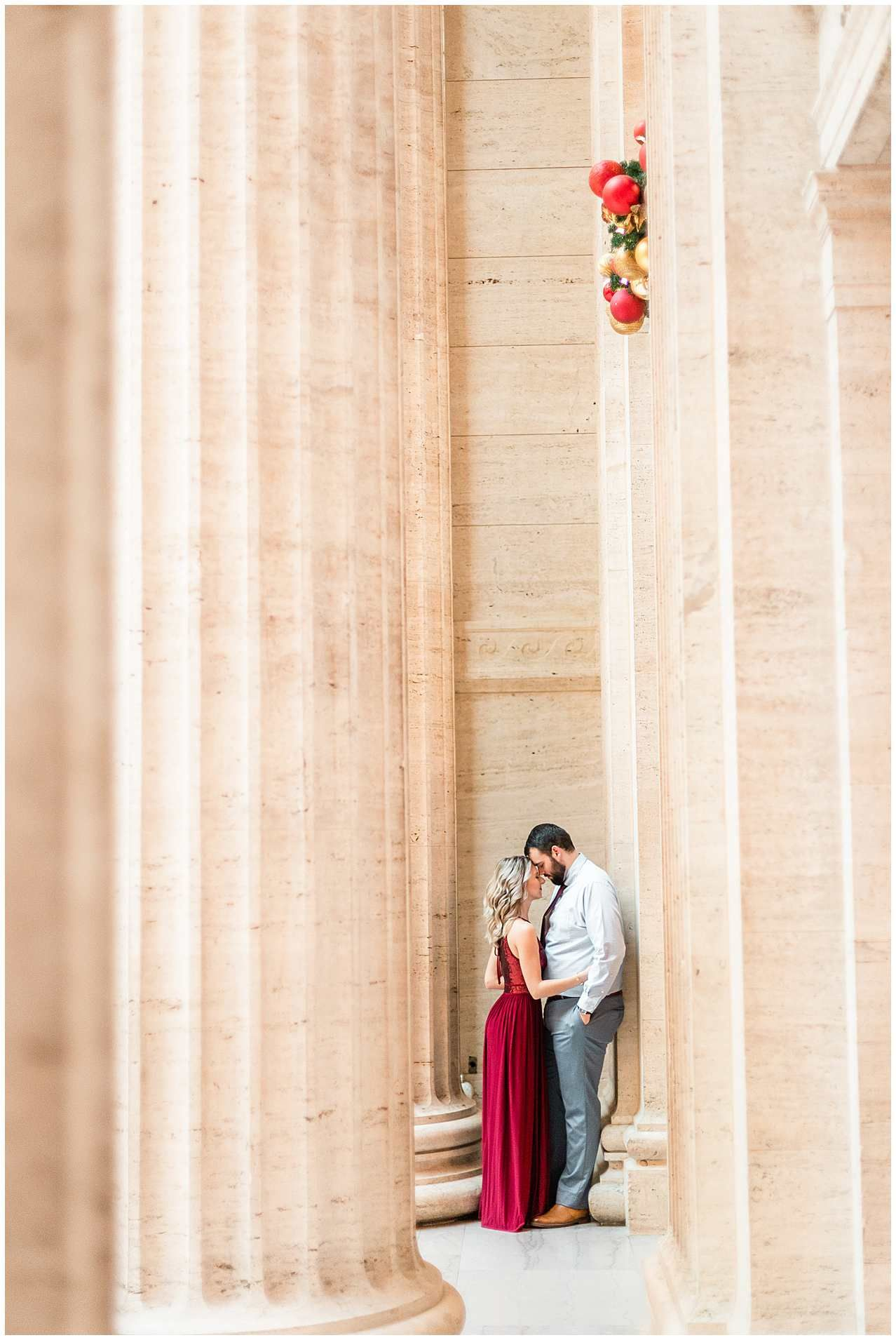 Union Station Christmas 2020 Chicago Union Station Engagement Photos at Christmas Elle Taylor