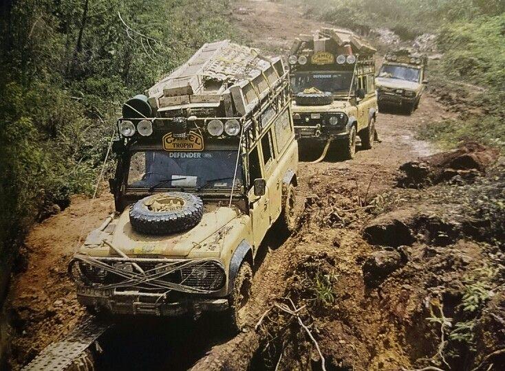Land Rover Darien >> Trophy 96 Kalimantan. The convoy Ambulance Defender 110 ...