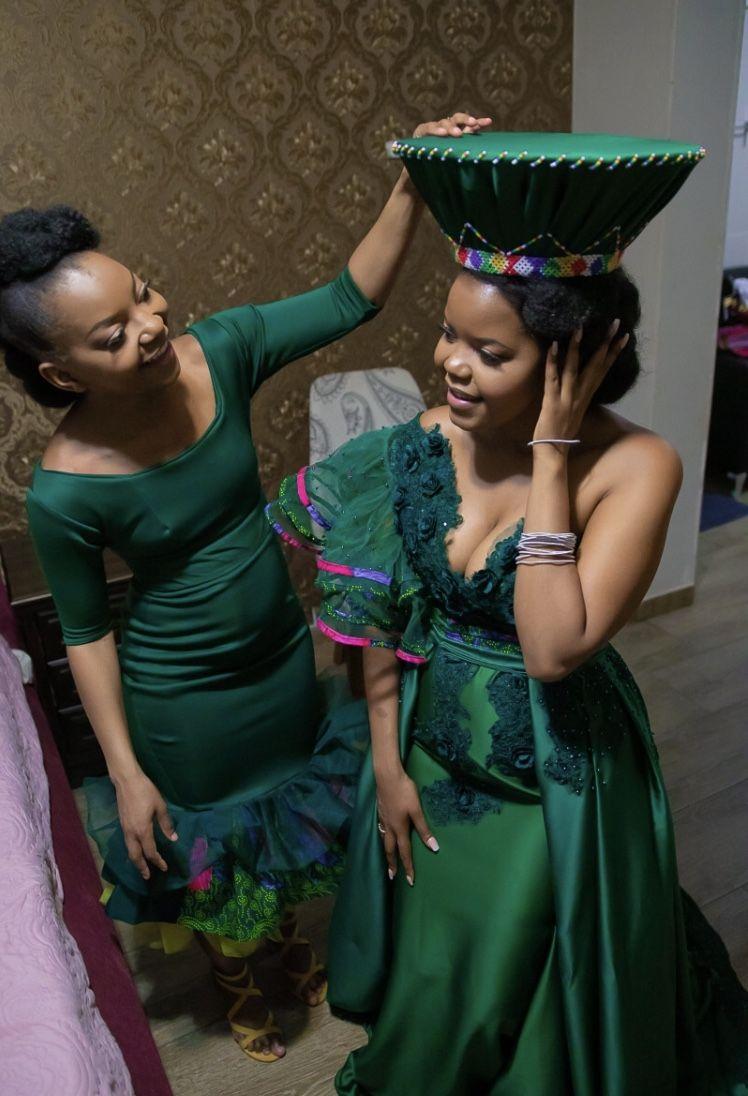 Pin By Nondumiso Mbhele On Umakoti Ungowethu African Traditional Wedding Dress African Traditional Dresses African Fashion Women Clothing [ 1096 x 748 Pixel ]