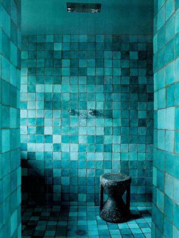 Türkis Wand Im Badezimmer   Moderne Blaugrüne Fliesen ähnliche Tolle  Projekte Und Ideen Wie Im Bild