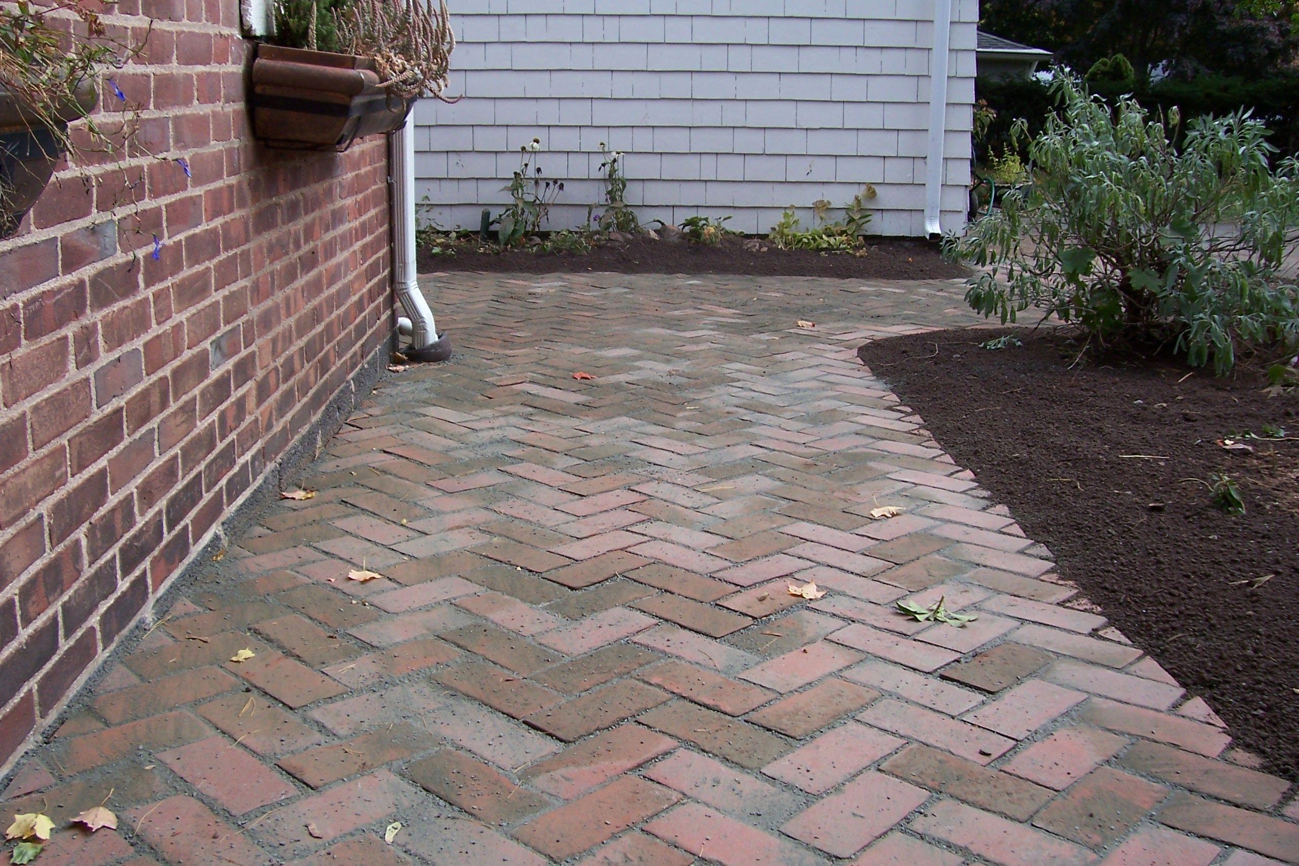 How to lay brick walkway - Exterior Herringbone Brick Walkway Brick Walkway Diy How To Lay A Curved Brick Walkway Laying Brick Walkway Brick Walkway Lined Design For Inexpensive