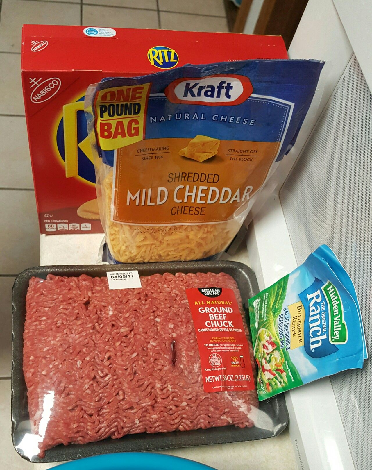 Ranch Cheeseburger Meatloaf 2 Ground Beef Small Bag Shredded Cheddar 2 Packets Of Dry Ranc Cheeseburger Meatloaf Ritz Cracker Recipes Burger Seasoning