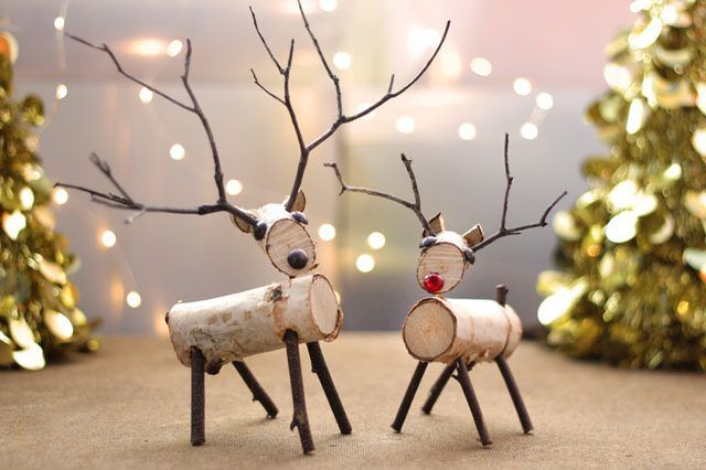 A Reindeer Decoration Made From Birch Branches And Twigs Is Easy To Create With A Few Simple To Reindeer Decorations Wood Reindeer Christmas Crafts Decorations