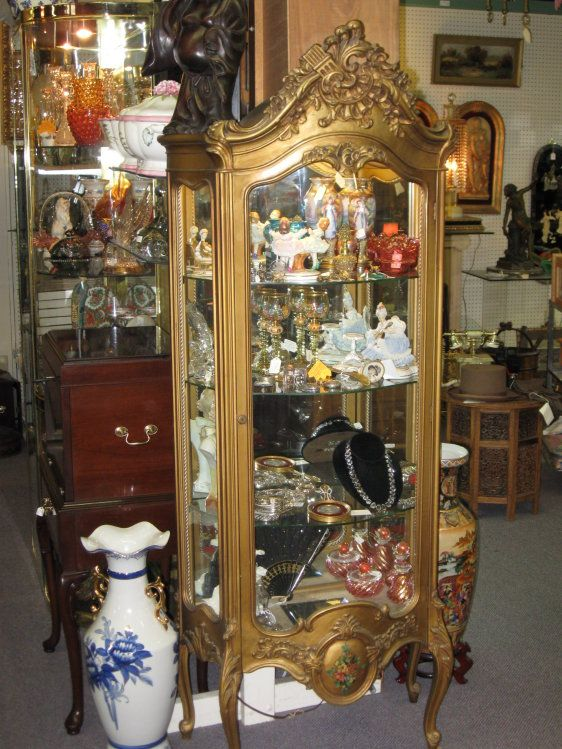 Grand Antique Mall Oh Curio Cabinets Filled With Collectibles