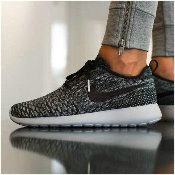 612752dce190 Nike Roshe One Essential iD Damenschuh  MkShoesForWomen