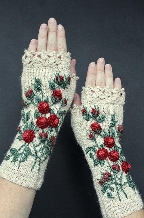 Elfenbeinhandschuhe mit roten Rosen, Strickhandschuhen, Stickereien, Rosen, Long, Kleidung und Accessoires, Handschuhe und Fäustlinge, Geschenkideen