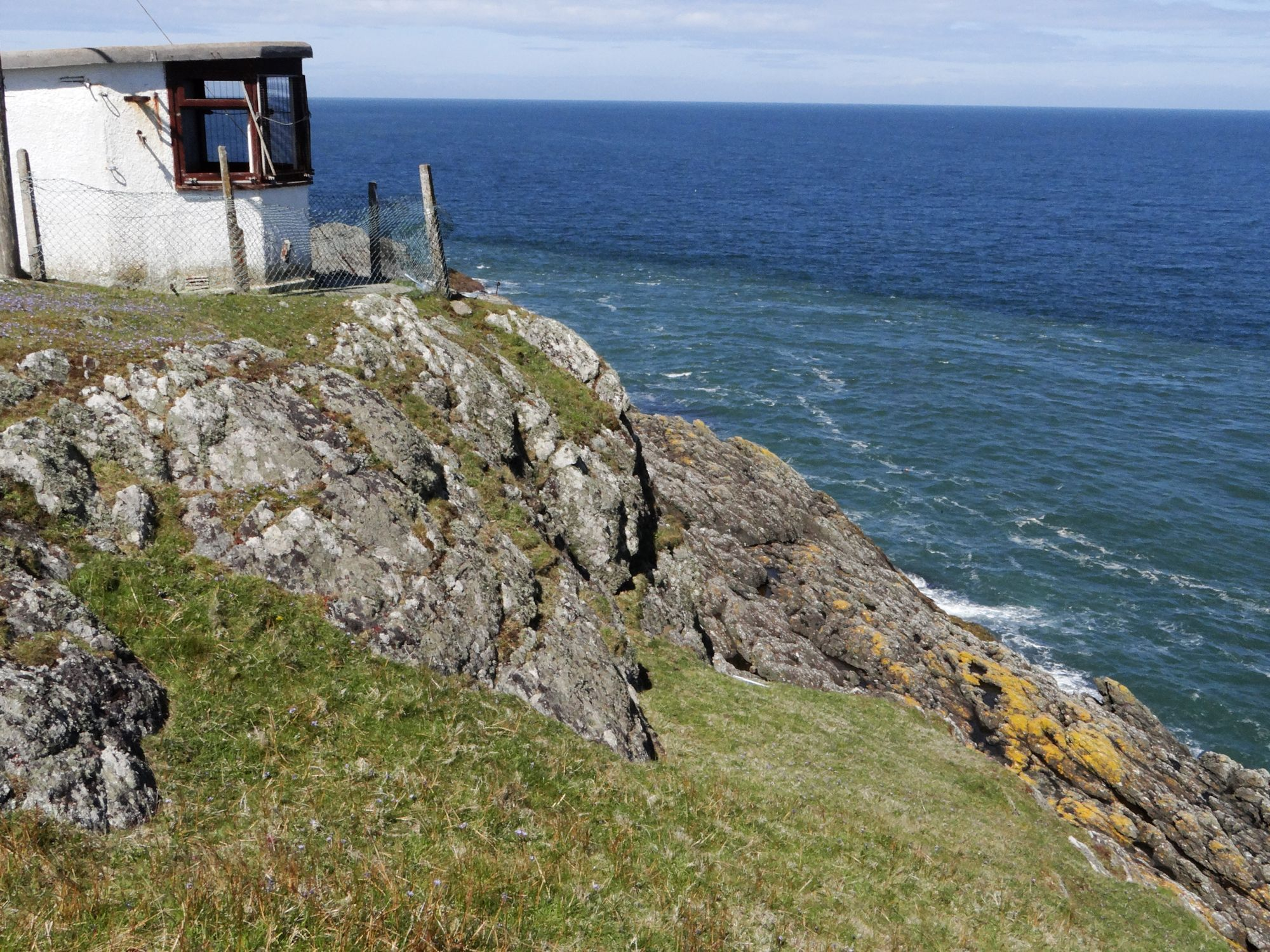 Derelict lookout at Wylfa Head