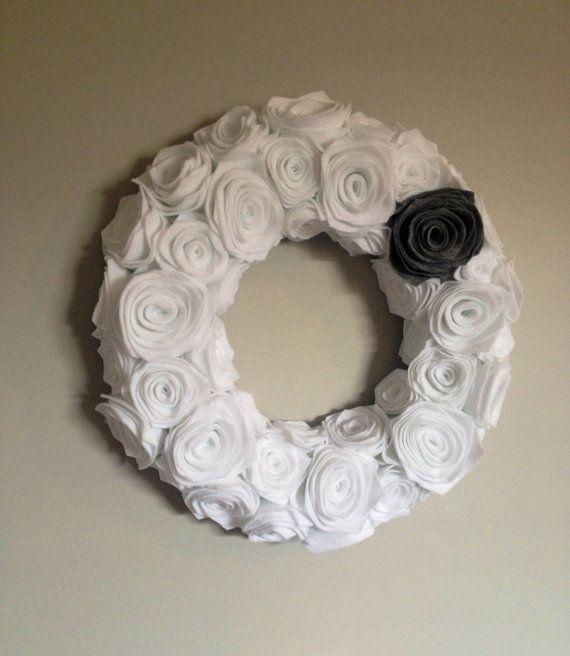 White Felt Rosette Wreath. Felt flowers. Felt Winter Wreath.