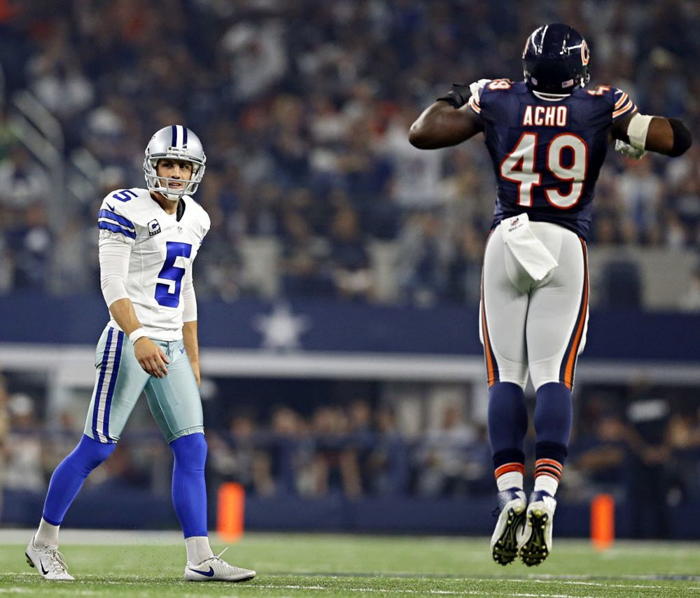 Photos Zeke Leaps Over Bears Cole Beasley Destroyed But Gets Revenge Dallas Cowboys Chicago Nfl Cowboys Kicker
