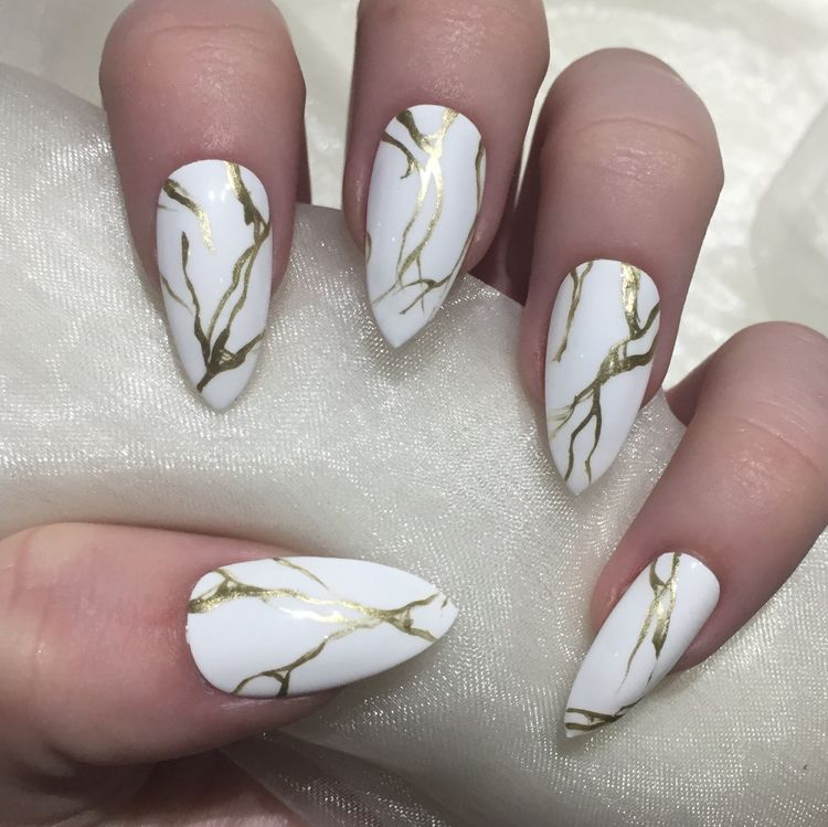 Nagel Weiss Gold Trend Marmor Effekt Spitz Make Up Nails Feets