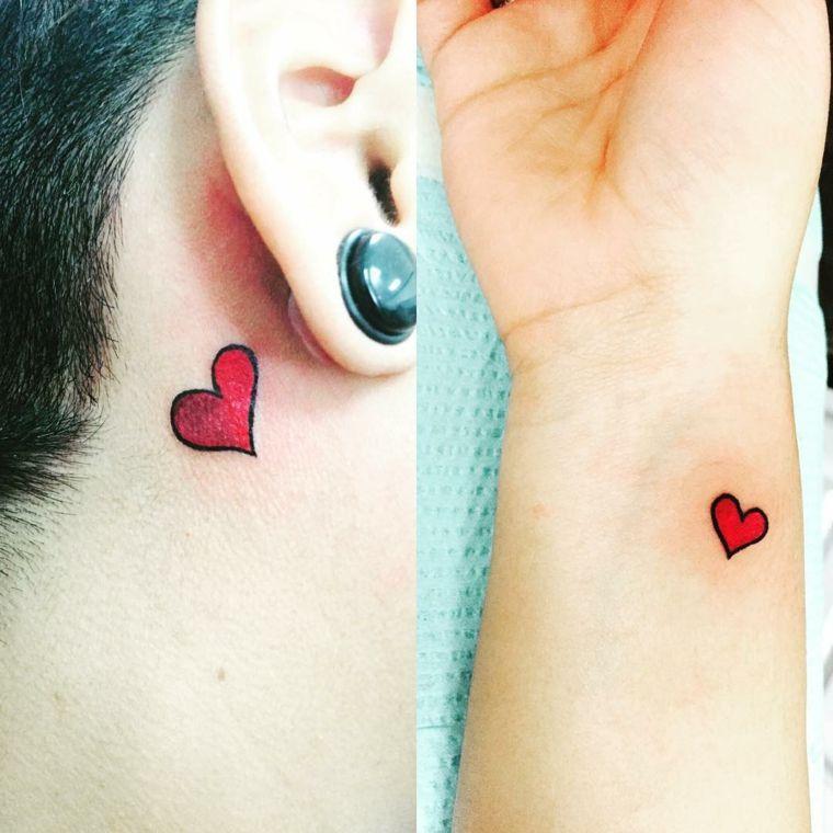 idee per tatuaggio cuore di piccole dimensioni colorato di rosso, una  dietro l\u0027orecchio