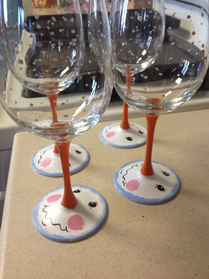 Snowman hand painted wine glasses 18 oz glasses by for Hand painted wine glass christmas designs