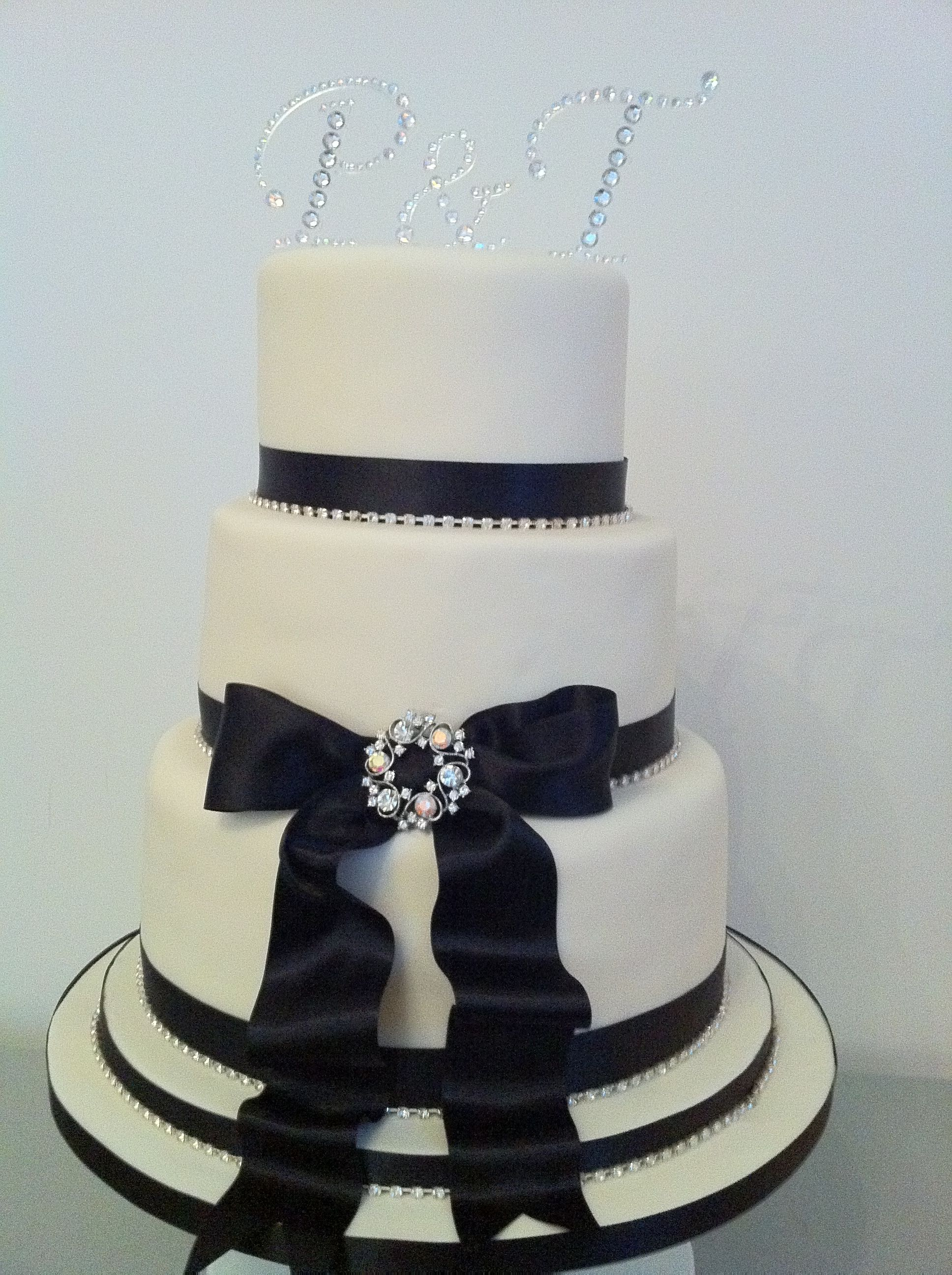 Wedding Cake- goes perfect with the red, black, and pearl/bling ...