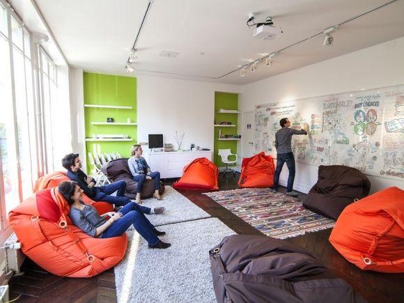 une salle de r union d tendue pour 20 30 personnes dans. Black Bedroom Furniture Sets. Home Design Ideas