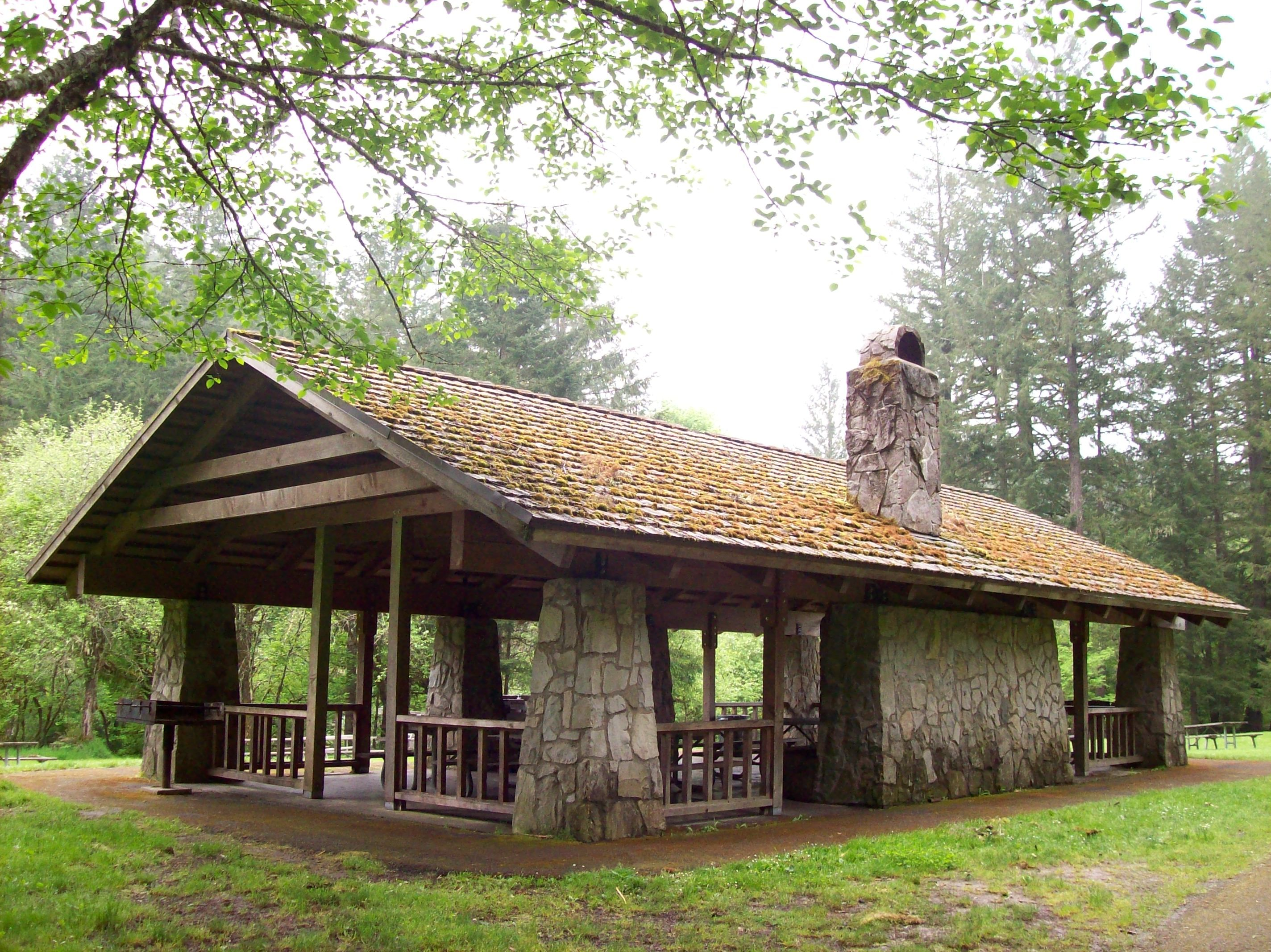 Covered outdoor picnic shelter, Silver Falls St. Park, Oregon ...