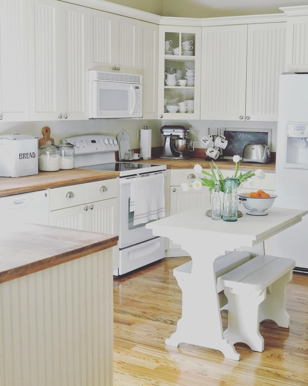 Faded Charm On Instagram These Cabinets In My Kitchen Are In Desperate Need Of A New Coat Of Paint I M Kitchen Remodel New Kitchen Cabinets Kitchen Design