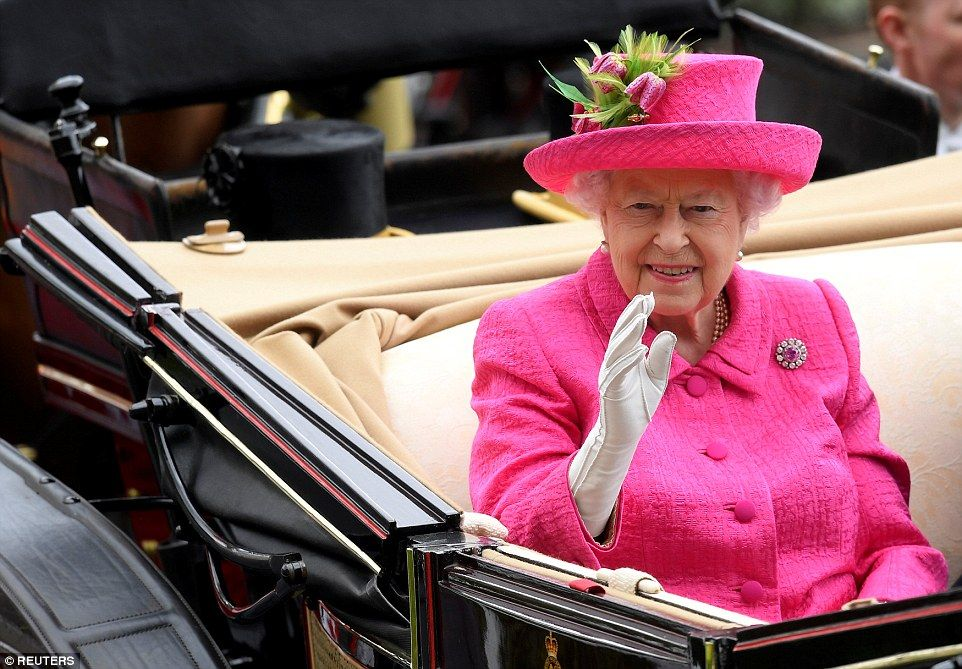 Queen arrives at Ascot as Prince Philip recovers from illness #queenshats