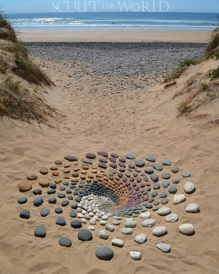 Photo of Artist Arranges Stones In Stunning Patterns On The Beach, Finds It Very Therapeutic (30 Pics)