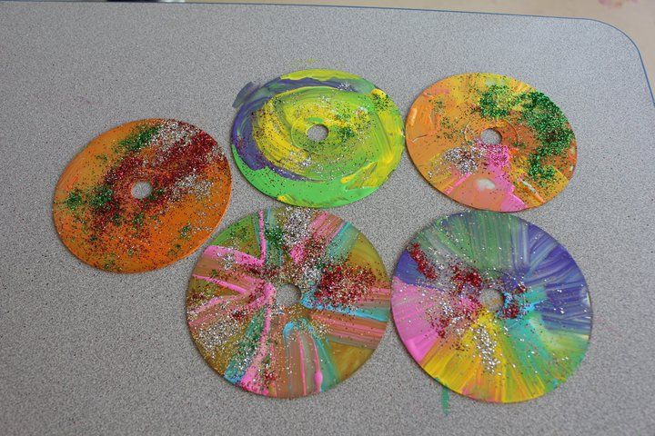 Painted Cds Great Idea For Up Cycling Old Cds Maybe In Coordinating Colors For The Boys Room Cool Art Made Kids Art Projects Homeschool Art Art Activities