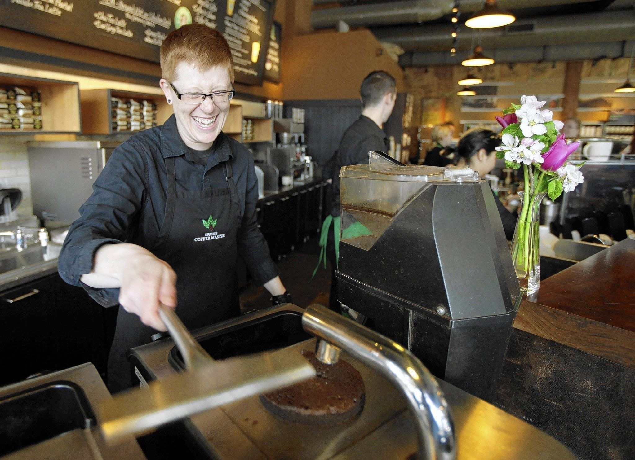 Starbucks to pay tuition of workers enrolling online at