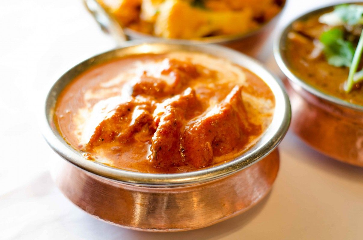 If you are looking for one of the prominent Indian restaurants in Toronto, then plan your dinner at Poonam Delite, where eating traditional curries, rice & naan always proves to be a satisfying experience. Their pulao and tandoor plater are perfect picks.