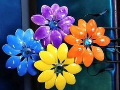 Art Of Creating Plastic Flowers And Using Them Around The House #plasticbottleart