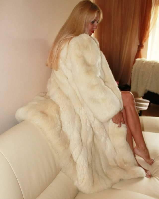 11293e599b Pin szerzője: Roxana Russo, közzétéve itt: Roxana wonderful fur ...